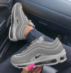 NIKE shoes sneakers street styles/outfit with Nike shoes/air-max NIKE shoes/outfit with Nike shoes/outfit style/sport/men/woman Air Max 97, Cute Sneakers, Sneakers Nike, Gold Sneakers, Sneakers Women, Leather Sneakers, Air Max Sneakers, Tenis Nike Casual, Souliers Nike