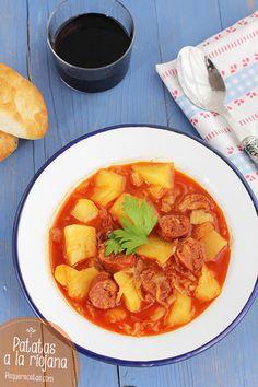 Patatas a la riojana, una receta ¡riquísima! Un plato de cuchara ideal para el invierno. Las patatas a la riojana son un guiso humilde que lleva pocos ingredientes.