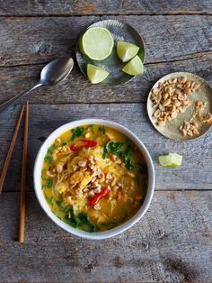 thai kyllingsuppe Eating Well, A Food, Curry, Healthy, Ethnic Recipes, Curries, Eat Right, Healthy Eating