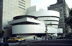 (Want to see.) The architecture of the Solomon R. Guggenheim Museum is inspiring.
