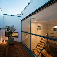 まんなか: group-scoop architectural design studioが手掛けたバルコニー&テラスです。