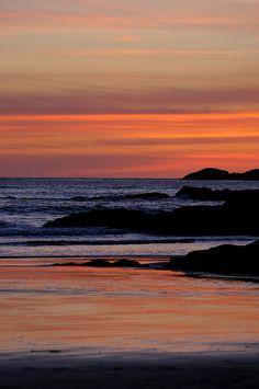 夕陽、日落、Sunset     Tofino, British Columbia, Canada - Beautiful sunset on the Pacific Ocean! Beautiful Sunset, Beautiful World, Beautiful Places, Beautiful Pictures, Places To Travel, Places To See, Rivage, Canadian Travel, Pacific Ocean