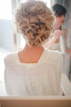 curly messy updo Natural Wedding Hairstyles, Curly Wedding Hair, Wedding Hair And Makeup, Hair Makeup, Bun Hairstyles, Pretty Hairstyles, Updo Hairstyle, Bridal Hairstyle, African Hairstyles