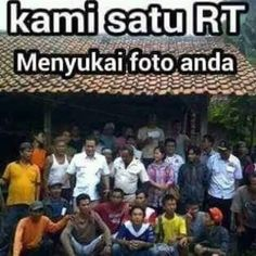 kami satu RT Menyukai poto anda Quotes Lucu, Jokes Quotes, Me Quotes, Funny Stickers, Just Smile, People Quotes, Funny Photos, Laugh Out Loud, Funny Jokes