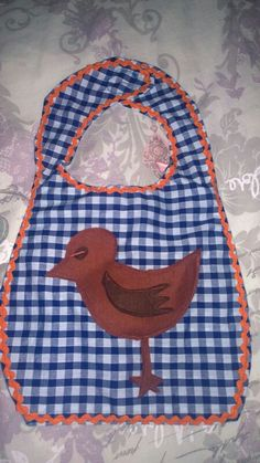 Baby bib with a bird. Cyp cyp. Love making it dirty with porridge! By Lemon&Blair