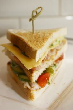 Clubsandwich with cheese, cucumber, onion, tomato, ham and musterdmayo.