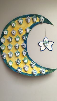 From making Ramadan paper lanterns, to drawing crescent moons and stars on the w… - Diy Home Decor Eid Crafts, Ramadan Crafts, Diy And Crafts, Crafts For Kids, Paper Crafts, Kids Diy, Decor Crafts, Design Crafts, Eid Ramadan