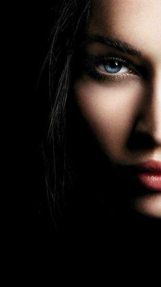 Fine Art And Dark Beauty Portrait Photography By Haris Nukem Dark Portrait, Portrait Lighting, Photo Portrait, Female Portrait, Beauty Portrait, Portrait Art, Low Key Photography, Photography Poses Women, Girl Photography Poses
