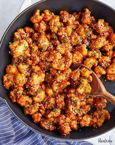 Korean-Style Popcorn Cauliflower, ok maybe don't fry it, but the sauce? and Drink healthy lunch ideas Korean-Style Popcorn Cauliflower Whole Food Recipes, Diet Recipes, Popcorn Recipes, Korean Food Recipes, Simple Vegetarian Recipes, Vegetarian Italian, Vegan Dinner Recipes, Healthy Korean Recipes, Firm Tofu Recipes
