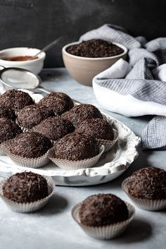 Learn the simple steps to make these easy homemade chocolate truffles with only 3 basic ingredients. EVERYONE who tried them was thrilled especially the chocolate lovers. Chocolate Sprinkles, Chocolate Truffles, Chocolate Fudge, Chocolate Flavors, Ganache Recipe, Truffle Recipe, Best Chocolate, Homemade Chocolate, Candy Melts