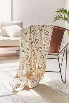 Vintage Tic-Tac-Toe Mudcloth Tapestry - Urban Outfitters