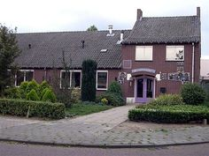 Jongensschool te Heusden (gemeente Asten) aan de Pastoor Arnoldstraat. Gesloopt in 2014. Op deze plaats staat nu het nieuwe gebouw Hart van Heuze met o.a. gemeenschapshuis Unitas en basisschool St. Antonius.