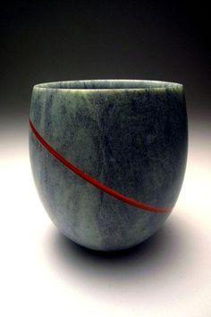 Lumi-naissance, 2011 | pierre de Stéatite, incrustation d'acryl | diam 15 cm, h 20 cm