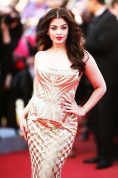 Classic elegance- Aishwarya Rai as Claire from mid life love