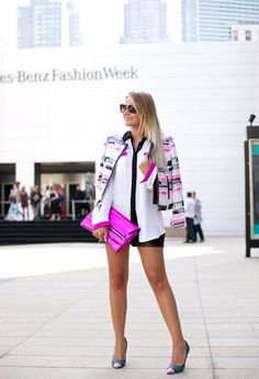 Veronica Ferraro (The Fashion Fruit). Pink, Black and White shorts and heels outfit. Beauty on High Heels #Fashion