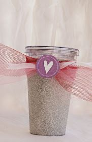 glitter cup - using double-walled insulated cups Glitter Letters, Glitter Cups, Glitter Paint, Glitter Bomb, Diy Tumblers, Custom Tumblers, Tie Dye Crafts, Crafts To Make, Fun Crafts