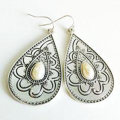 Pearl Drop Earrings by EridaneasBoutique on Etsy