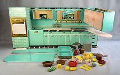 Vintage Superior by T. Barbie Miniatures, Dollhouse Miniatures, Home Kitchens, Play Kitchens, Vintage Toys, Vintage Metal, Toy Kitchen, Doll Furniture, Old Toys