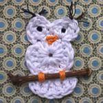 Zondag: lekker hangen op de bank #uiltjeknappen #uiltjehaken #uil #haken #crochet #witteuil #Good2get . . Lazy sunday...Doing some fun crochet on the couch. #owl #crochetaddict #crochetlover #hibou #gehaaktevogel #bird #oiseau #happysunday