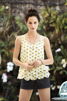 Citrus is in this season. Celebrate in style with this relaxed lemon print scallop-trim tank.