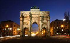 Siegestor (Victory Gate) on the Leopoldstraße in München, Bayern, Germany