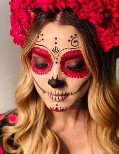 The most astounding altars and costumes from Day of the Dead.- The most astounding altars and costumes from Day of the Dead at Hollywood Forever 2017 💀 catrina 💀 - Halloween Makeup Sugar Skull, Creepy Halloween Makeup, Halloween Makeup Looks, Up Halloween, Mexican Halloween, Sugar Skull Makeup Tutorial, Haloween Makeup, Sugar Skull Costume, Halloween Ideias