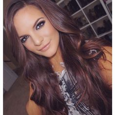violet hair Medium violet brown hair More Wedding Bouquet: How To Make The Right Choice Violet Brown Hair, Cherry Brown Hair, White Blonde Hair, Brown Hair Colors, Dark Blonde, Ombre Hair, Balayage Hair, Auburn Hair With Highlights, Carmel Highlights
