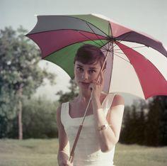 夏に真似したい。オードリー・ヘプバーンの爽やかで上品なスタイル(画像集)