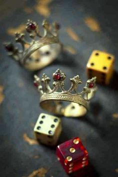 Fullhd Wallpapers, Old King, Tattoo Designs, Queen, Tattoos, Chess, Long Live, Crowd, Dice