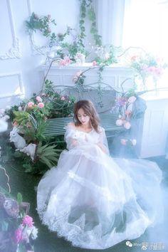 Princess Aesthetic, Aesthetic Girl, Pretty Dresses, Beautiful Dresses, Moda China, Set Fashion, Fairytale Dress, Fantasy Photography, Fantasy Dress