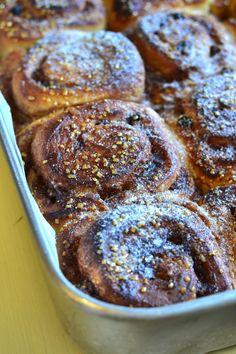 Rolinhos de canela [Receita em vídeo] Tapas, Muffin, Breakfast, Ethnic Recipes, Cinnamon Bread, Cinnamon Scrolls, Braised Cabbage, Oven Recipes, Candied Fruit