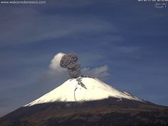 Popocatépetl - the explosion plume at 9:34 am and 9:36 am local - photos - 28. 7. 2017 WebcamsdeMexico