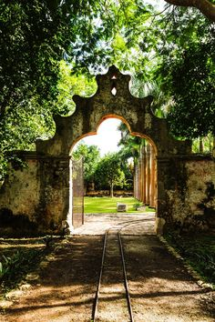Mexico Travel Inspiration - Mexican haciendas are legendary. This is the entrance to Hacienda Ochil, Yucatan, Mexico Mexican Spanish, Mexican Hacienda, Hacienda Style, Spanish Colonial, Mexican Style, Spanish Style, Hacienda Homes, Casa Magnolia, Spanish Haciendas