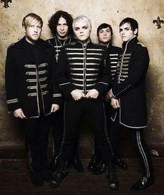 My Chemical Romance The Black Parade era Gerard Way, Emo Bands, Music Bands, My Chemical Romance, Music Stuff, My Music, Mcr Black Parade, Dear Evan Hansen Book, Emo Love