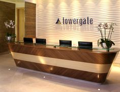 Office Reception Desk Furniture - Used Home Office Furniture Check more at michael-malarkey. Hotel Reception Desk, Modern Reception Desk, Office Reception Area, Reception Furniture, Reception Desk Design, Reception Areas, Hospital Reception, Bureau Design, House Minimalist