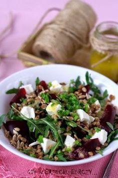 Sałatka z burakami i kaszą gryczaną Lunch Recipes, Healthy Recipes, Health Diet, Green Beans, Healthy Eating, Healthy Food, Salads, Lunch Box, Food And Drink