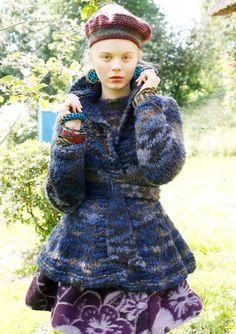 Blau melierte Jacke mit Schößchen  selber stricken mit einer Strickanleitung aus Rebecca- mein Strickmagazin und dem ggh-Garn COMO (50% Schurwolle/ 50% Polyacryl). Garnpaket zu Modell 28 aus Rebecca Nr. 56