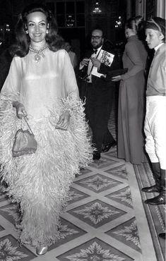 Maria Felix por Siempre — I don't believe in mediation ,. Hollywood Girls, Hollywood Fashion, Old Hollywood, Vintage Glamour, Vintage Beauty, Vintage Fashion, Very Beautiful Woman, Pretty Woman, Classy People