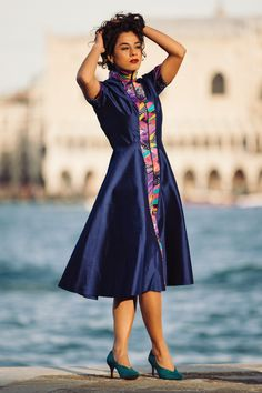 When a sophisticated blue silk mettes an explosion of colors  #blusilkdress #fashion #runaway