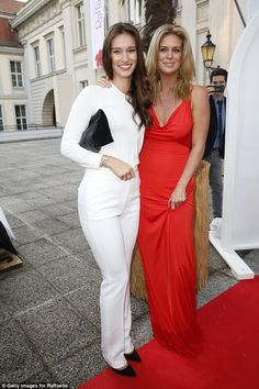 It Runs In The Family Her Mother Rachel Hunter Is Obviously A Dead Ringer For