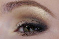Halve smokey eye look. Gebruik alleen 'UD hustle' i.p.v. zwart voor bruidsmake-up. Feestelijk en naturel!