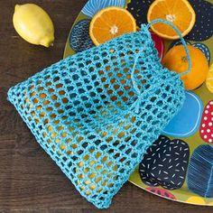 Ohje: Virkattu hedelmäpussi | Lankava.fi Picnic Blanket, Outdoor Blanket, Handicraft, Knit Crochet, Diy Crafts, Knitting, Bags, Purses, Google