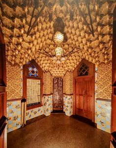"""10 December 2016 (14:50) / An area reserved for smoking at Casa Vicens, Barcelona, Spain. Picture above presented at """"Gaudí - Barcelona 1900"""" exhibition at Instituto Tomie Ohtake, São Paulo City."""