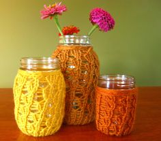 Turn plain old jars into beautiful #crocheted pieces. Fill the jars with flowers or candies and set them out for all to see. These make fun centerpieces!