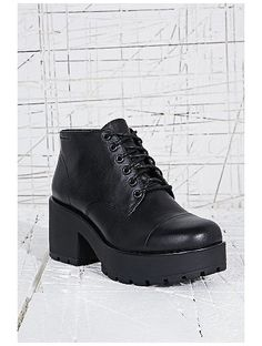 http://sellektor.com/user/dualia/collection/vagabond Vagabond Dioon Leather Lace-Up Boots in Black