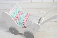 Drewniany wózek dla lalek - Trafiony prezent