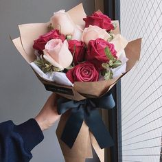 bouquet gift New Flowers Roses Gift Bouquets Ideas Boquette Flowers, How To Wrap Flowers, Fresh Flowers, Planting Flowers, Flower Bouqet, Gift Flowers, Flowers Decoration, Send Flowers, Spring Flowers