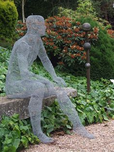 Art figure in garden |How to Recycle: Chicken Wire Sculptures