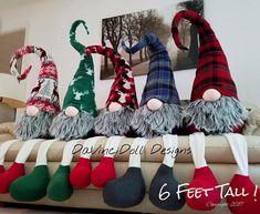 ¡¡¡Están aquí!!! Sentado gnomos de Navidad nórdica por DaVinciDoll Designs © De la colección de Navidad de DaVinciDollDesigns Estoy muy muy emocionada para finalmente poder compartir a estos gnomos con todos! He tenido este estilo particular en mi cabeza durante mucho tiempo.
