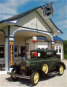 Vintage Cars Odell, Illinois, was only 10 miles from our farm. Here is the restored vintage gas station. Old Gas Pumps, Vintage Gas Pumps, Drive In, Vintage Cars, Antique Cars, Pompe A Essence, Route 66 Road Trip, Gas Service, Old Gas Stations
